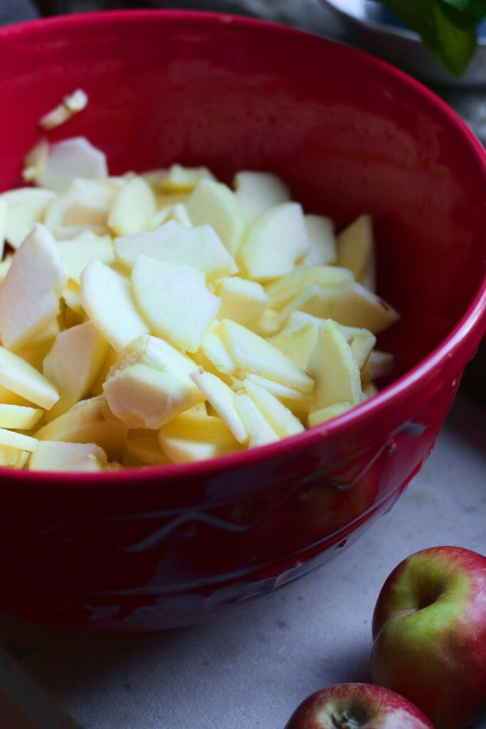 Sliced apples for Deep Dish Apple Pie