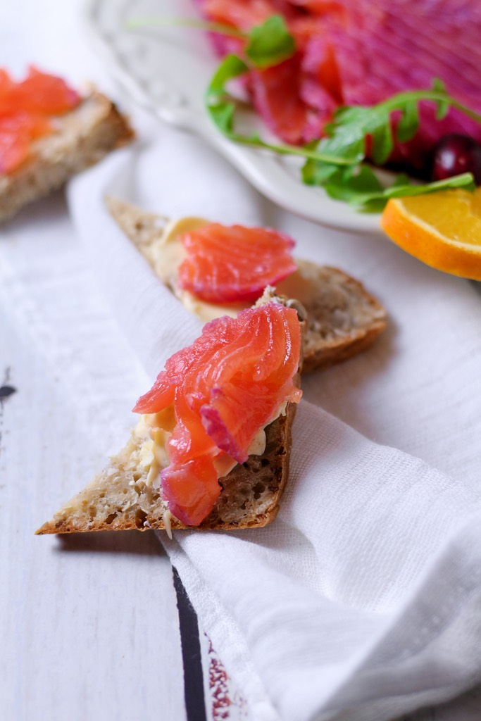 With beautifully bright colours Cranberry Cranberry Orange Cured Salmon is a wonderful dish to serve as a starter at your festive table. It's so simple to make and home and delicious with a creamy horseradish sauce.
